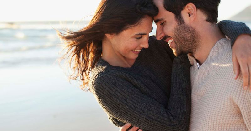 7 Things Your Partner Does That Show He Wants the